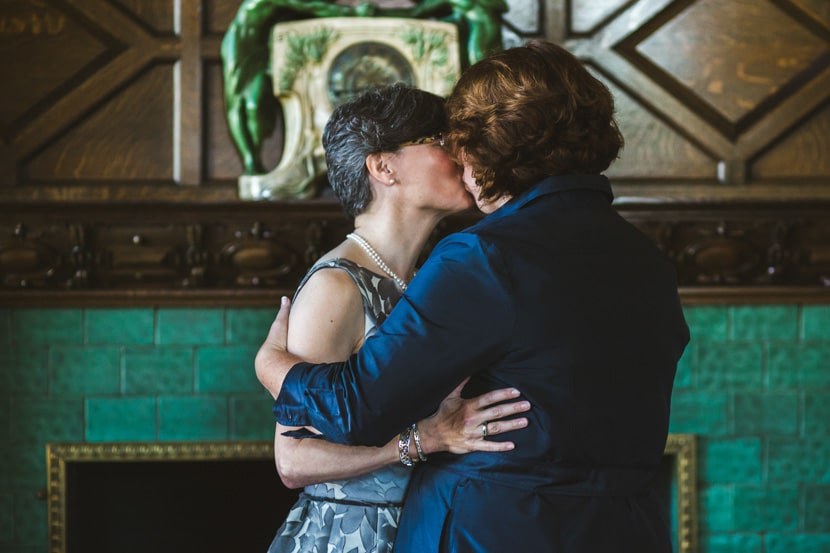 first kiss at fairmont empress ceremony